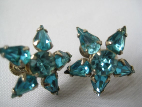 Pretty Blue Rhinestone Vintage Screwback Earrings...1960s or earlier