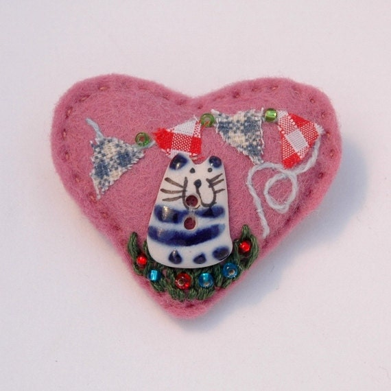 Cat with bunting heart shaped pink brooch - hand sewn