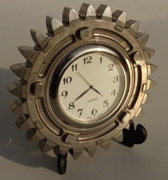 Silver gear office desk bedside clock made from a Honda F1 car part - Guys Formula 1 gift