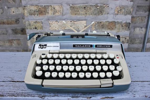 Vintage Galaxie Deluxe SMITH CORONA manual typewriter