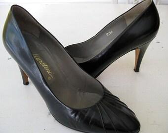 VINTAGE. Garolini. PUMPS. Made in Italy. BLACK. Size 7 1/2.