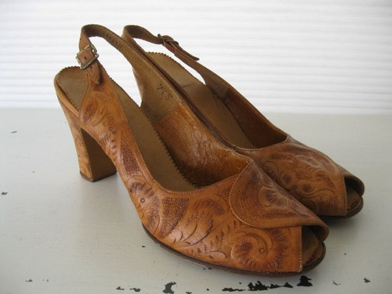 vintage. TOOLED. slingback. LEATHER. sandals. PEEPTOE. 1940s. Size 7.5