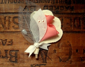 Romantic Boutonniere in pink and grey