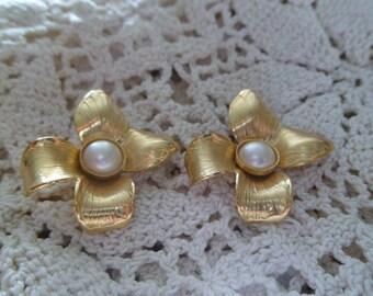 Vintage Pierced Earrings *Flower Earrings