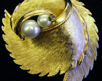 Stunning Vintage Gold and Pearls Pin or Brooch