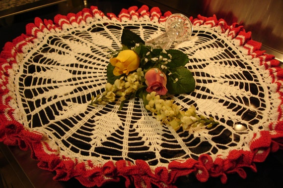 """Centerpiece Hand Crocheted Doily Red and White 23"""" Round"""