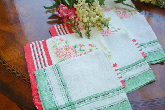French Country Style Shabby Chic lot of six napkins 1950s 2 sets of three