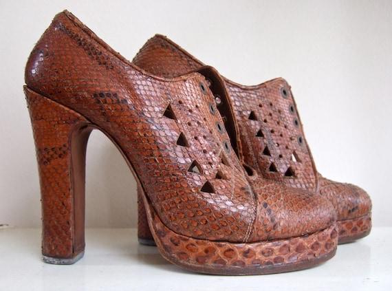 Snake skin platform shoes 70's