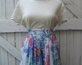80s White and Floral Miniskirt with Side Pockets