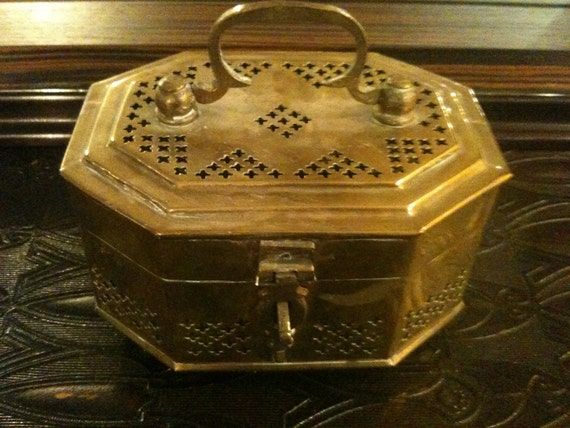 Vintage Brass Box (Potpourri Box, Trinket or Jewelry box) from India
