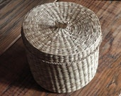 Vintage wicker basket with top