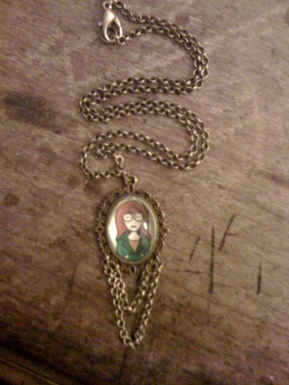 Daria Morgendorffer antique colour gold chain cameo metal necklace