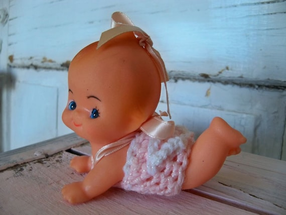 Vintage kewpie doll toy original clothing, soft rubber crawling baby