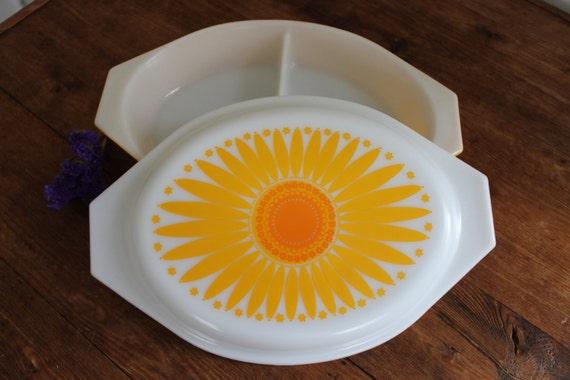 Pyrex Daisy 1.5 Quart Divided Serving Dish (963)