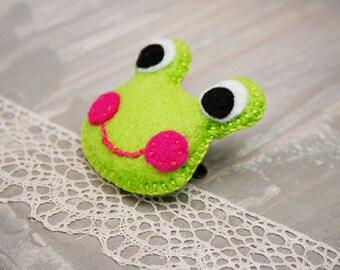 Green frog brooch Felt frog brooch Kids jewelry Animal brooch Kids accessory Spring green brooch
