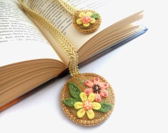 Felt ribbon bookmark in sand brown, embroidered floral flowery bookmark, personalized gift for book lovers Mothers day gift