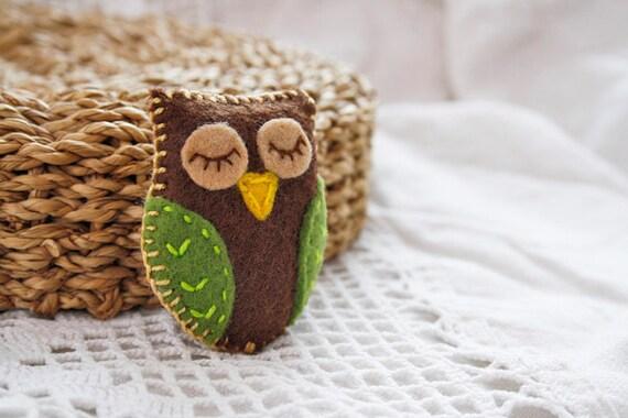 Felt owl brooch Bird brooch Felt kids jewelry Gift for children Woodland owl pin Back to school gift