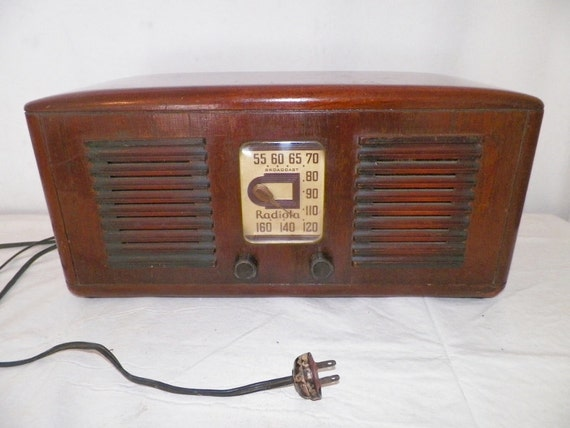 Do Not Purchase-Holding for Frank -1940's RCA Victor Radiola Radio W/ Wood Cabinet Model 55X