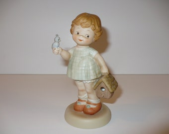 Welcome To Your New Home, A Memories of Yesterday Figurine (No MY911) (Retired)