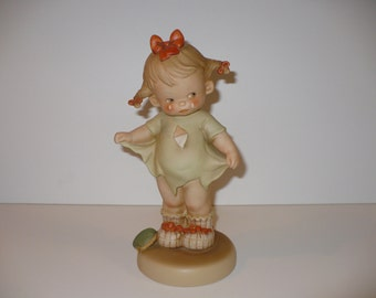 "Mommy, I Teared It, A 9"" Memories of Yesterday Figurine (No 115924) (Retired)"