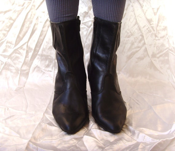 Boots 10.90 Dollars'''''''' Was 39.99 Dollars Vintage Leather 80' s Short Boots in Great Condition Size 7.5 38