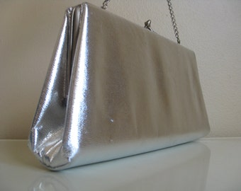 Vintage Metallic Silver Purse. Perfect for a Holiday or New Year's Eve Party.