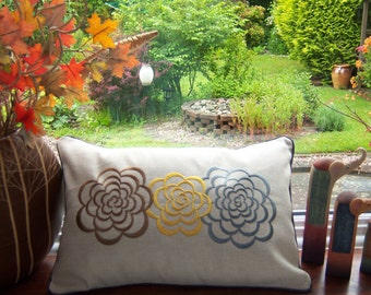 Linen  Three flowers cushion