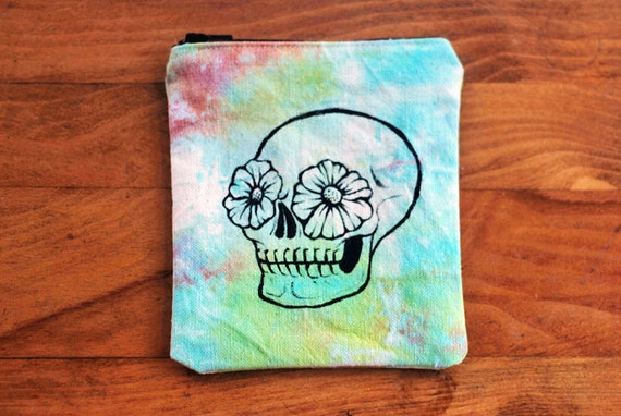 t i e - d y e s k u l l // Small Hand-painted Zipper Wallet