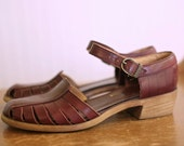 VINTAGE....Trotters Burgandy Leather Sandals  Size 7 AA