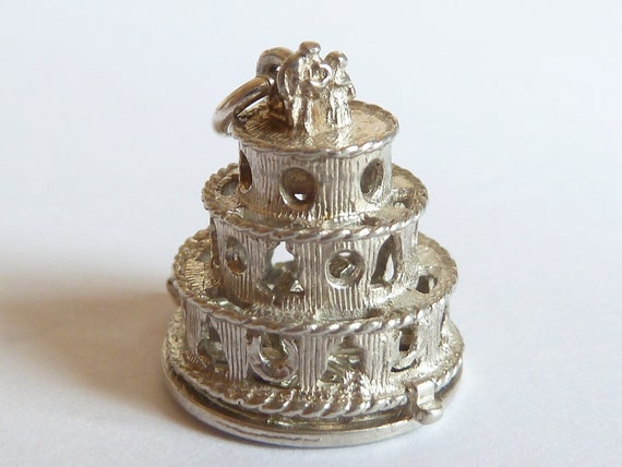 Chim opening Vintage English Sterling Silver Lucky  charm Wedding Cake Opens Horse shoe