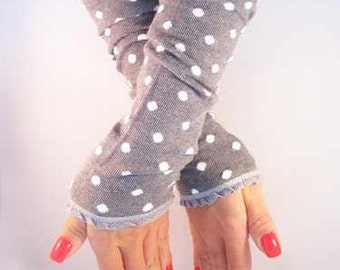 Arm warmers, fingerless gloves in grey with dots and grey ruffle