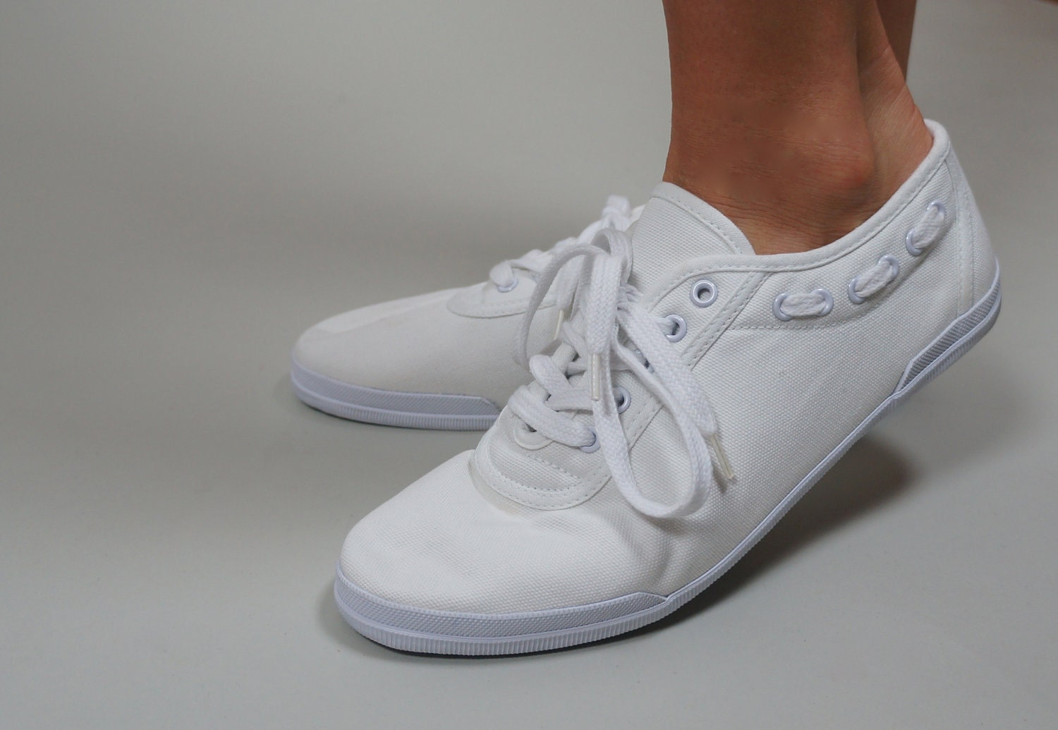 vintage white lace up canvas sneakers tennis shoes with side