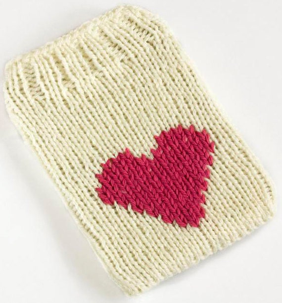 Kindle 4 Cover, Knit Kindle 5 Case, Kindle Touch Sleeve, Kindle Paperwhite Sock, Cream with Pink Heart Motif