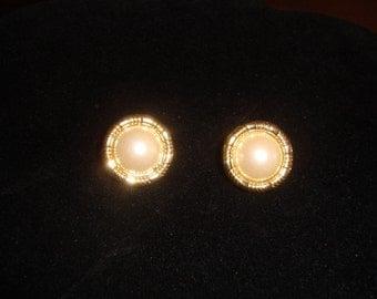 Vintage Goldtone Faux Pearl Clip on Earrings