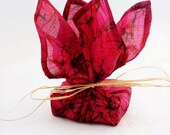 "Everlasting Silk Gift Wraps (XL, 50"")"