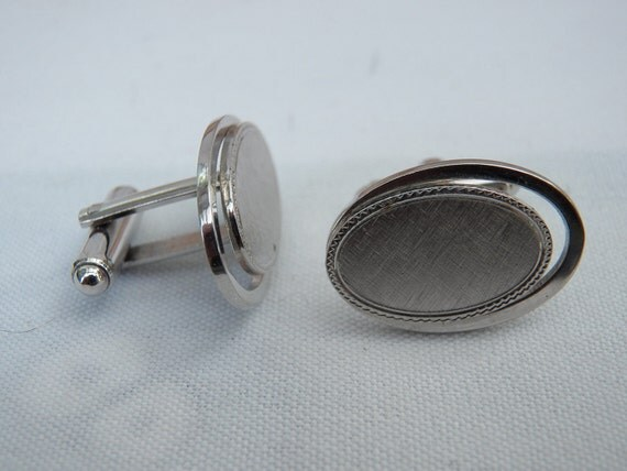 Silver Tone Oval Mens Cufflinks - Menswear Jewelry Accessory - Collectible Retro Mans Dress Cuff Links - Collectible- Fathers Day