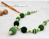 Nursing necklace/Teething necklace for babies and moms - Light green, dark green, natural wooden beads