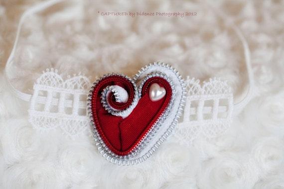 Newborn Heart Zipper Headband, Baby Photo Prop, Red and White Heart Shaped Zipper Flower on White Skinny Elastic, Newborn-1