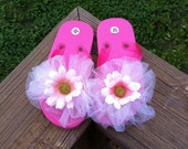 Toddler Girls Size 7/8 Hot Pink Flip Flops with tulle poof & pink and white daisies