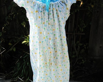 Vintage 70's Ladies Long Nightgown