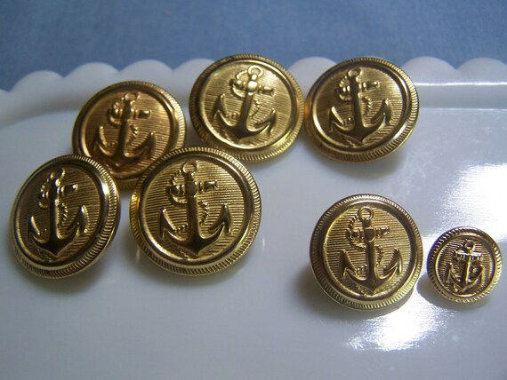 Vintage Brass Tone Anchor Buttons, Set of 7, 3 sizes (no. 610)