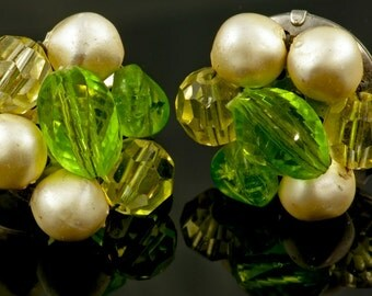 Vintage Laguna Green and Cream Clip Earrings 1940's-1950's Retro Green Glass Faux Pearl Antique Clip On Emerald Sage Grass Citrine