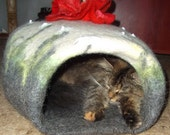 Pets cave ,cat cave,pets bed ,cat bed,vase,hand crafted.OOAK