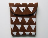 POUCH // brown suede with white triangles
