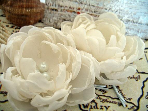 Ivory  fabric flowers, bridal hair clips, flower hair pins for wedding, fabric flower, flower for hair, bridal hair accessories