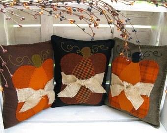 Pumpkin Pillow Wool Applique Pattern - Fall Pillows - Autumn pillows #108