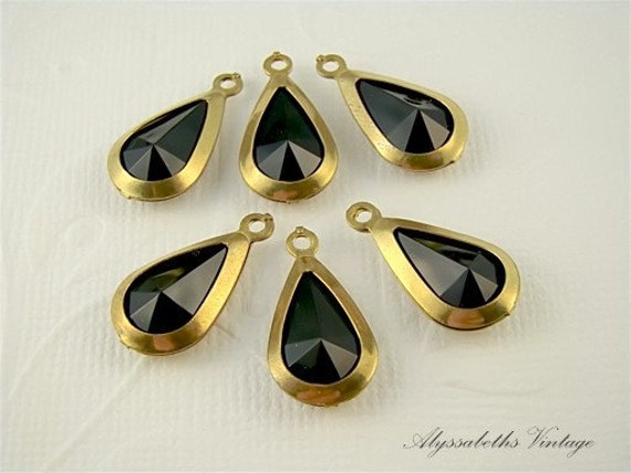 Jet Black Lucite Rhinestone Jewel Teardrop Charm Dangle Vintage 1 ring brass setting (6)