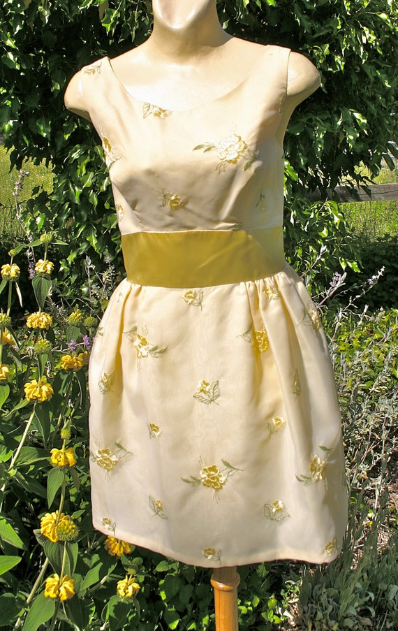 1960's mini party dress, sleeveless, yellow flowers, small