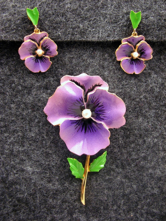 Vintage Purple Pansy Enamel Brooch with Faux Pearl Center