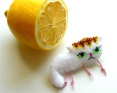 Soft Fiber White Sleeping Cat Brooch Fleece brooch